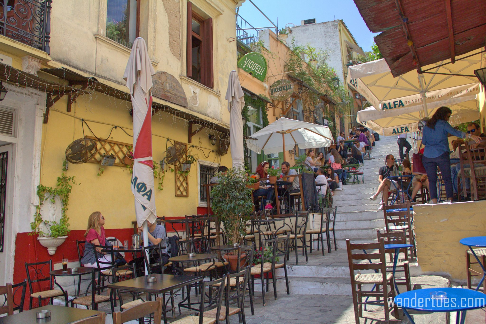 5 Top Places to Eat in Plaka - Wandertoes